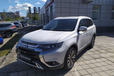 Mitsubishi Outlander 7-seats 20MY
